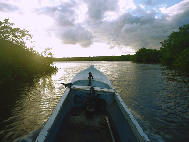 Balsa hacia Ilha Boipeva