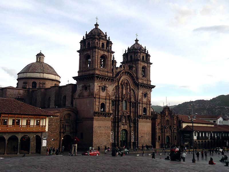 Catedral frente a plaza de armas, Cusco